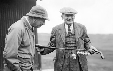 Legendary golf writer Bernard Darwin, right, holds the President's Putter in 1932; he'd won the event eight years before. HULTON ARCHIVE/GETTY IMAGES